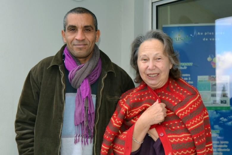 Omar, le gardien de Brésard, avec Suzanne, une locataire