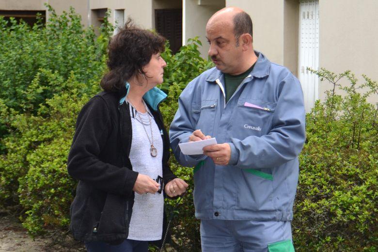 Médiateur de Proximité - Thierry Farsat à l'écoute d'une locataire de Creusalis